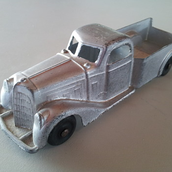 1940's Tootsietoy Pickup - Model Cars
