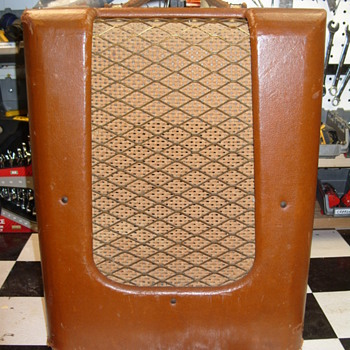 Help identify early 50s Danelectro guitar amplifier - Guitars