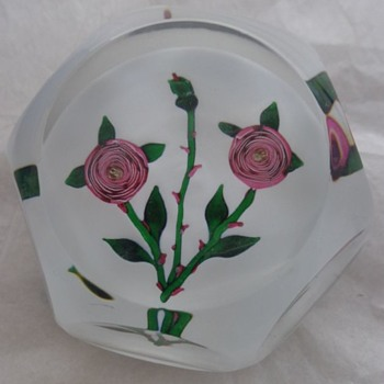 St Louis Paperweight 1981 Pink Clichy Type Roses