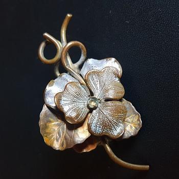 Antique C closure brooch - Costume Jewelry