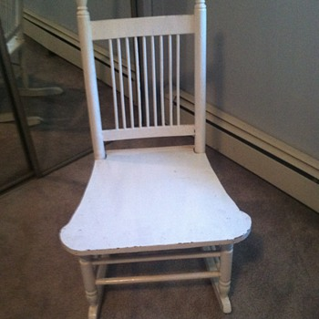 Family Rocking Chair - Help - need info - Furniture