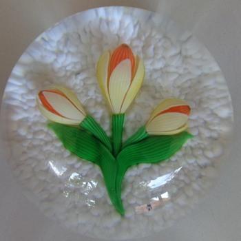 Baccarat 1981 Paperweight Yellow Crocus with 2 Buds