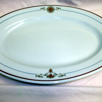 "1925 BUFFALO CHINA SERVING PLATE 13 1/2 "" - China and Dinnerware"