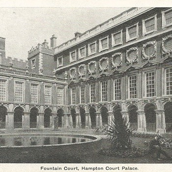 FOUNTAIN COURT, HAMPTON COURT PALACE. - Postcards