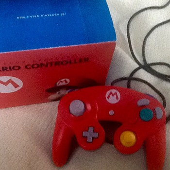 Hard to find club nintendo mario game cube controller