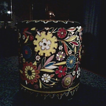 Floral Design Tea Tin by Damer NY / Made in England / Circa 1970's