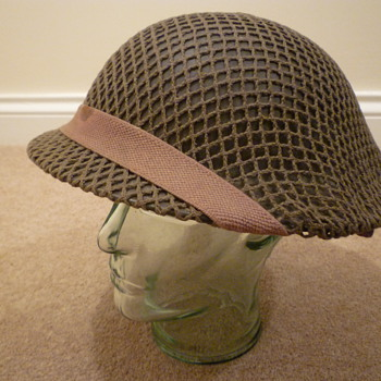 British WW11 Steel helmet - Military and Wartime