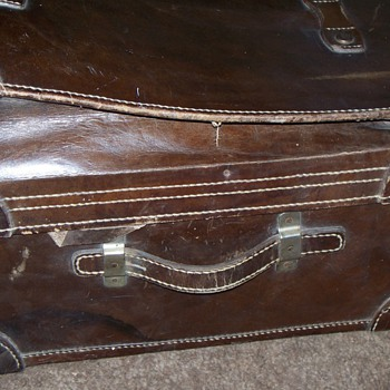 Large expandable Leather suitcase