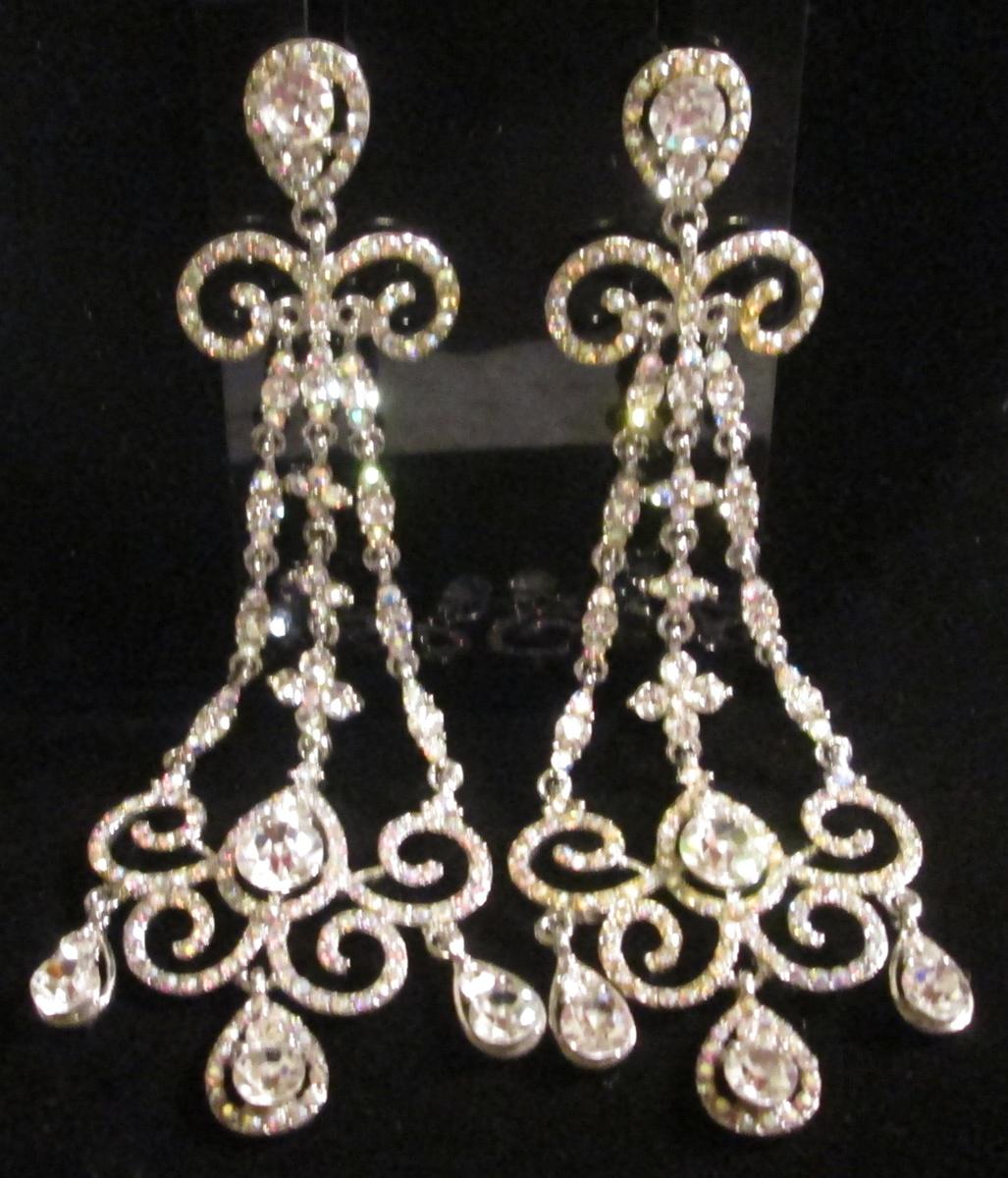 Chandelier earrings bling bling