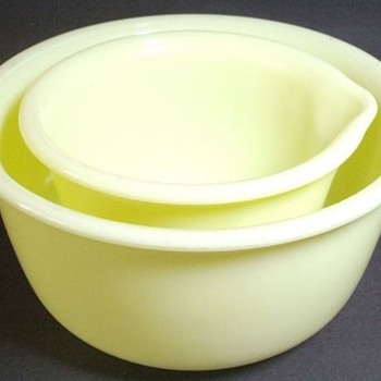 Beach Hamilton Mixing Bowls, glows with black light...