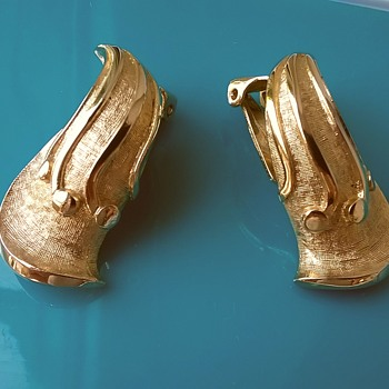 Vintage Tortolani Gold Plate Clip Earrings Garage Sale Find $1.00 - Costume Jewelry