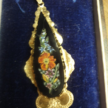 Micro mosaic mounted in 14K flower pendant 