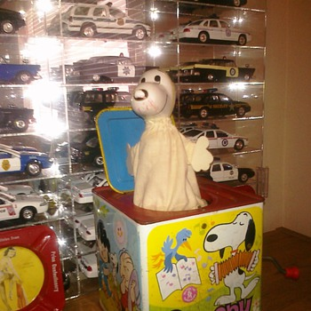 "1966 Mattel ""Snoopy in The Music Box"" Jack in the box Toy - Toys"