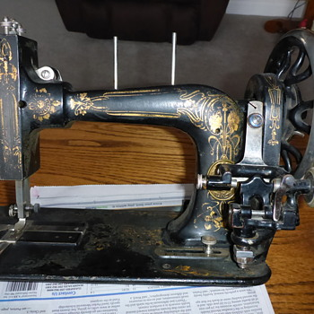 my mystery vintage sewing machine - Sewing