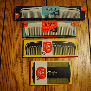 4 Ace/Acco Combs in original boxes