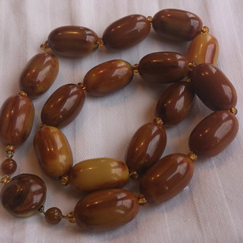 Art deco swirl bakelite bead necklace - Costume Jewelry