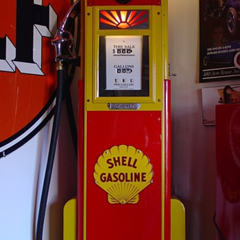 Wayne 60 Gas Pump ...Theme Is Shell...From The 1930's...18 cents a gallon - Petroliana