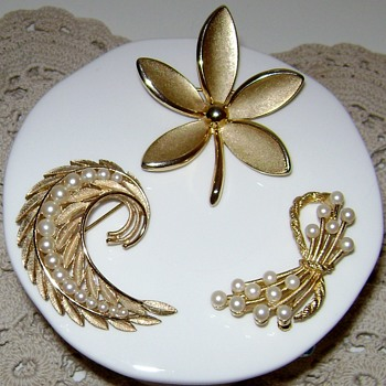 Trifari Brooches Gold Tone