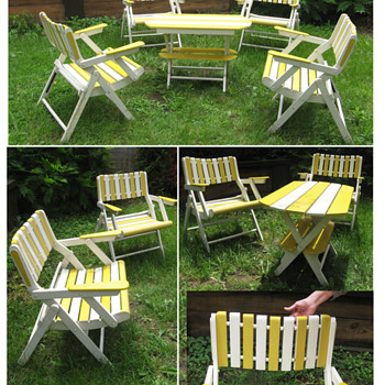 Folding outdoor furniture set