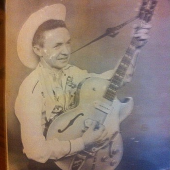 I think this is a early pic of Johnny Cash? - Music Memorabilia