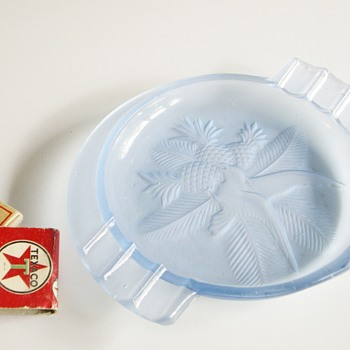 Art Deco Frosted Glass Ashtray Parrot and Pineapples - Art Glass