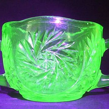 Sugar Bowl - Depression Glass ( Glows )