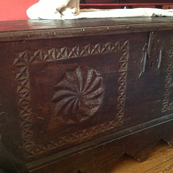 Antique chest/coffer - Furniture