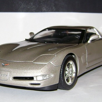 Hot Wheels Corvette - Model Cars