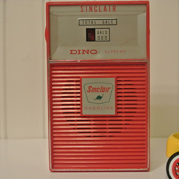 Late 60's Sinclair Gas Pump Transistor Radio - Radios