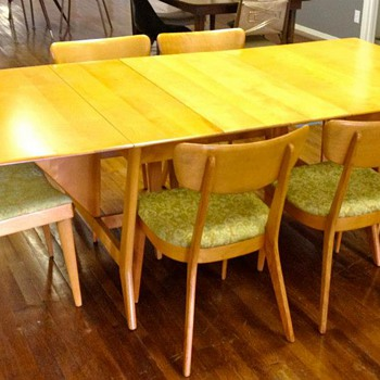 Heywood Wakefield &quot;Harmonic&quot; Drop Leaf Table with 2 leaves and 6 chairs.