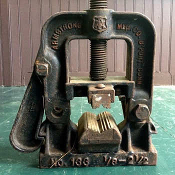 Antique Armstrong Pipe Clamp no. 133 - Tools and Hardware