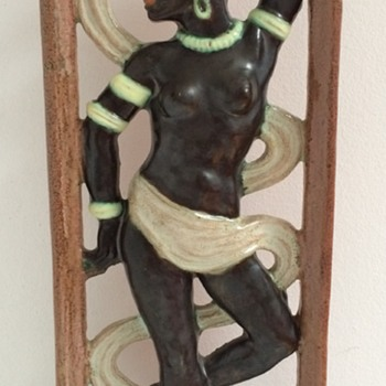 Beautiful wallplaque with dancing African woman. - Pottery