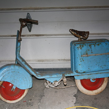 clueless please help! I have no info on this scooter and would like to figure out what it is