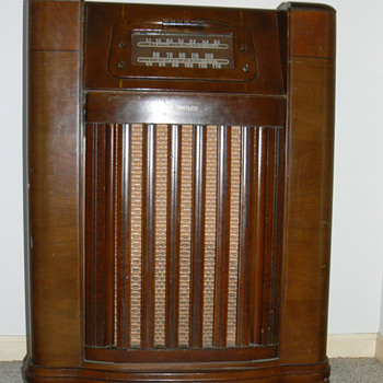 1946 Philco radio/phonograph model 46-1209 - Radios