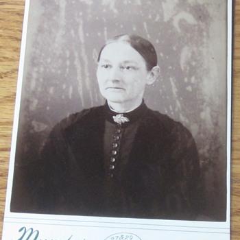 Older Gettysburg Lady - Photographs