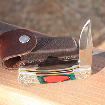 MID-SIZE FOLDING LOCKBACK KNIFE With ENGRAVED BOLSTERS & PAKKAWOOD SCALES