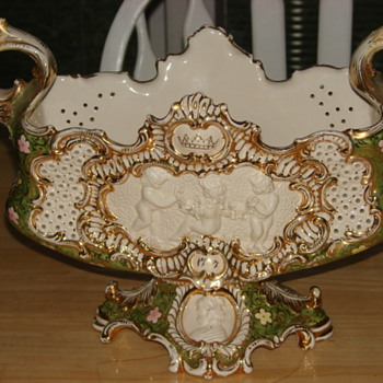 Unknown Footed Porcelain Gilded  Flower Bowl 1777(?) - Art Pottery
