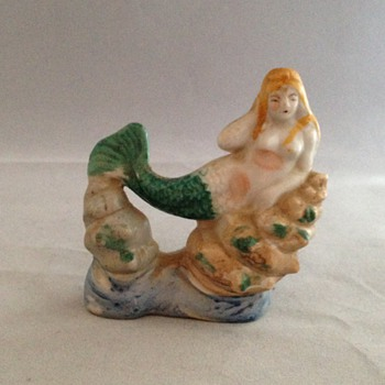Mermaid Figurine Posed On Shells Topless - Figurines