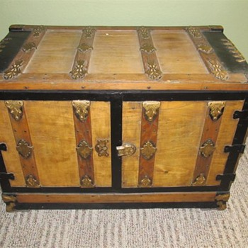 Bureau trunk explained - Furniture
