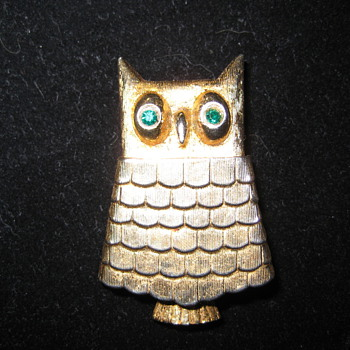 Green-eyed AVON Owl with perfume in center - Costume Jewelry