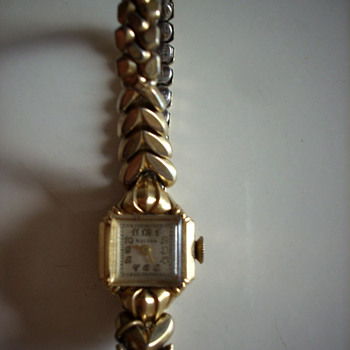 14 K gold Bulova ladies antique watch - Wristwatches