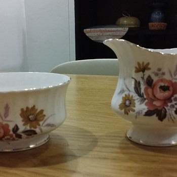 "Vintage ""Royal Standard"" Creamer and Sugar Bowl Set - China and Dinnerware"