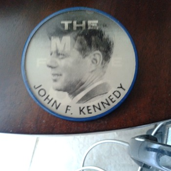 1960's Vari Vue John F Kennedy Campaign Flasher Button  - Medals Pins and Badges