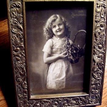 GERMAN FLOWER GIRL PHOTOGRAPH, PRE 1918, DO YOU LOVE HER?? - Photographs