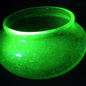 Bubbly blown uranium glass bowl - Art Glass