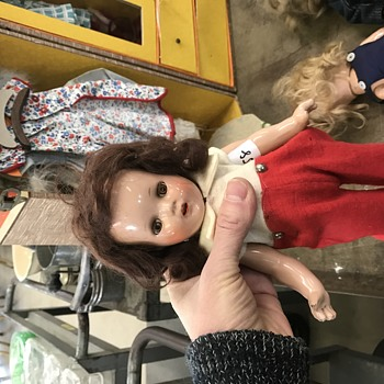 Need help to identify - Dolls