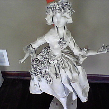 Statue or Figurine of a lady - Figurines