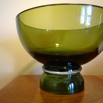 MARQUIS BY WATERFORD GREEN BOWL - Glassware