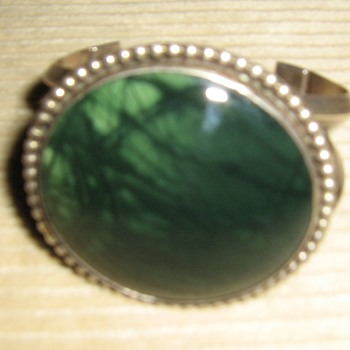 Unmarked sterling w/green stone bracelet