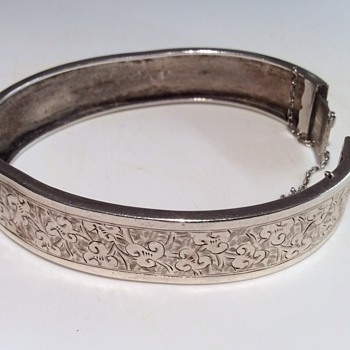 Victorian hinged bangle - Costume Jewelry